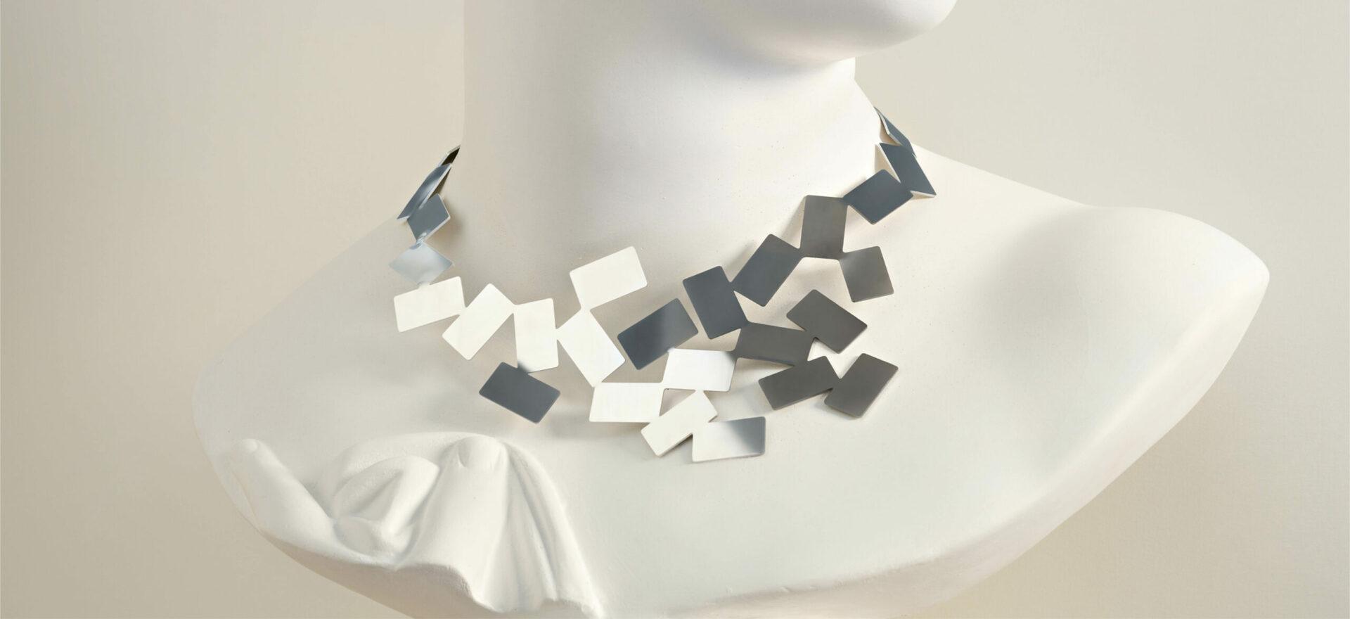 Fiato sul collo_Alessi_Jewelry_Mario Trimarchi Design_Product Artworks_Ph Santi Caleca